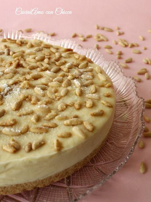 La torta della nonna gelato è golosissimo dessert, una variante alla classica torta della nonna ingredienti: 250 gr. di biscotti saiwa 100 gr. di burro crem