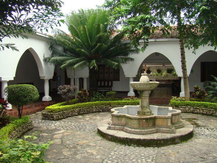 Mejores 83 im genes de corredores y patios coloniales en - Fotos de patios de casas ...