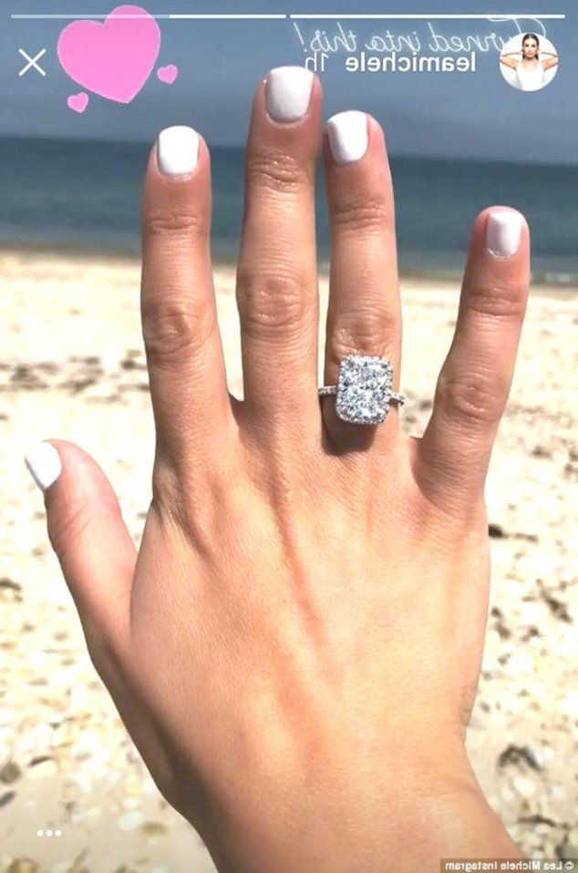 Lea Michele Shares Another Snap Of Stunning 4 Carat Diamond Ring After Engagemen Celebrityengagementrings Diamond Ring Celebrity Engagement Rings Rings