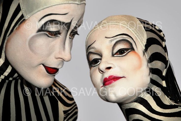 Two mimes from the Cirque du Soleil arrive at the FOX Searchlight ...