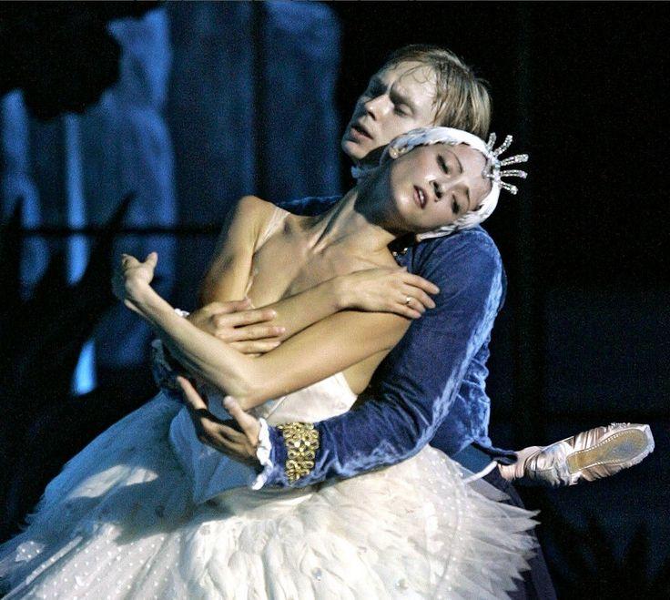 Svetlana Lunkina, stella della danza russa, minacciata e costretta a rifugiarsi in Canada. Il marito dell'étoile è coinvolto  in una causa milionaria