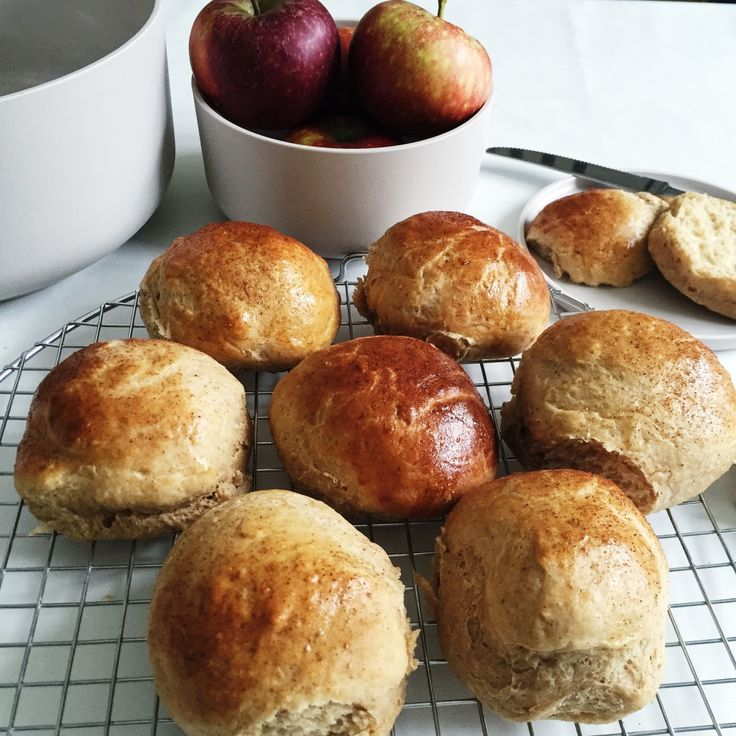 Juleboller med æble og krydderi - Maria Vestergaard