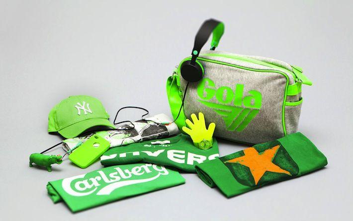 Da AW LAB abbiamo selezionato gli accessori e i capi di abbigliamento preferiti dai nostri clienti e li abbiamo immersi in un lavaggio green, anzi, in tanti quante sono le sfumature e le declinazioni del colore. Ecco il fluo per la borsa Gola e per il cappellino New Era, il verde speranza per le t-shirt Converse, nella variante con logo e con la classica stella, lo smeraldo per la t-shirt Carlsberg e i tocchi di verde-limone per l'ultima t-shirt Converse, con la stampa delle mitiche scarpe.