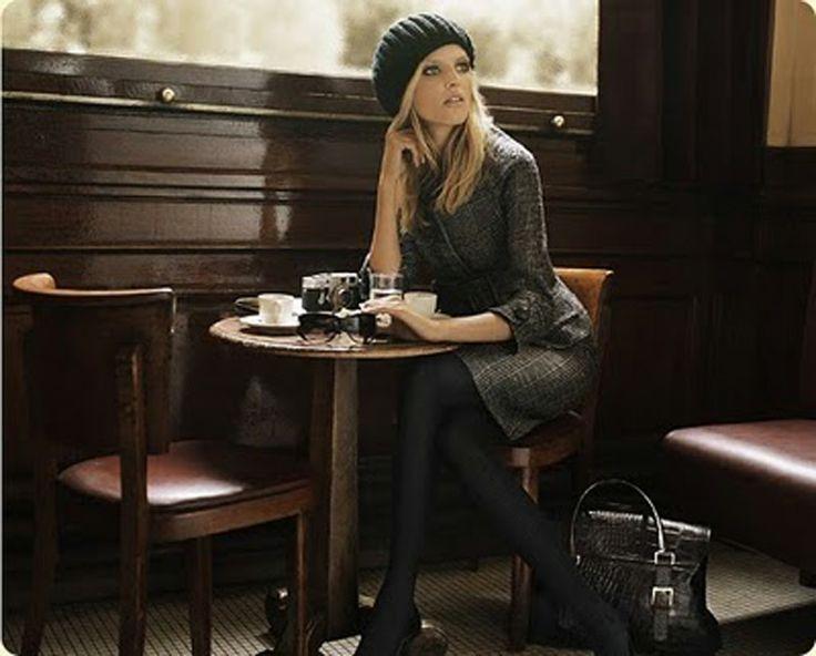 Mujer, elegante, glamour, sentada, desayunando, café, comida, pensando, bar, cafetería: Moda, Cafeterías, Estilo Francés, Estilo Parisino, Tiene, Elegante Café, Otoño Invierno, Anja Rubik