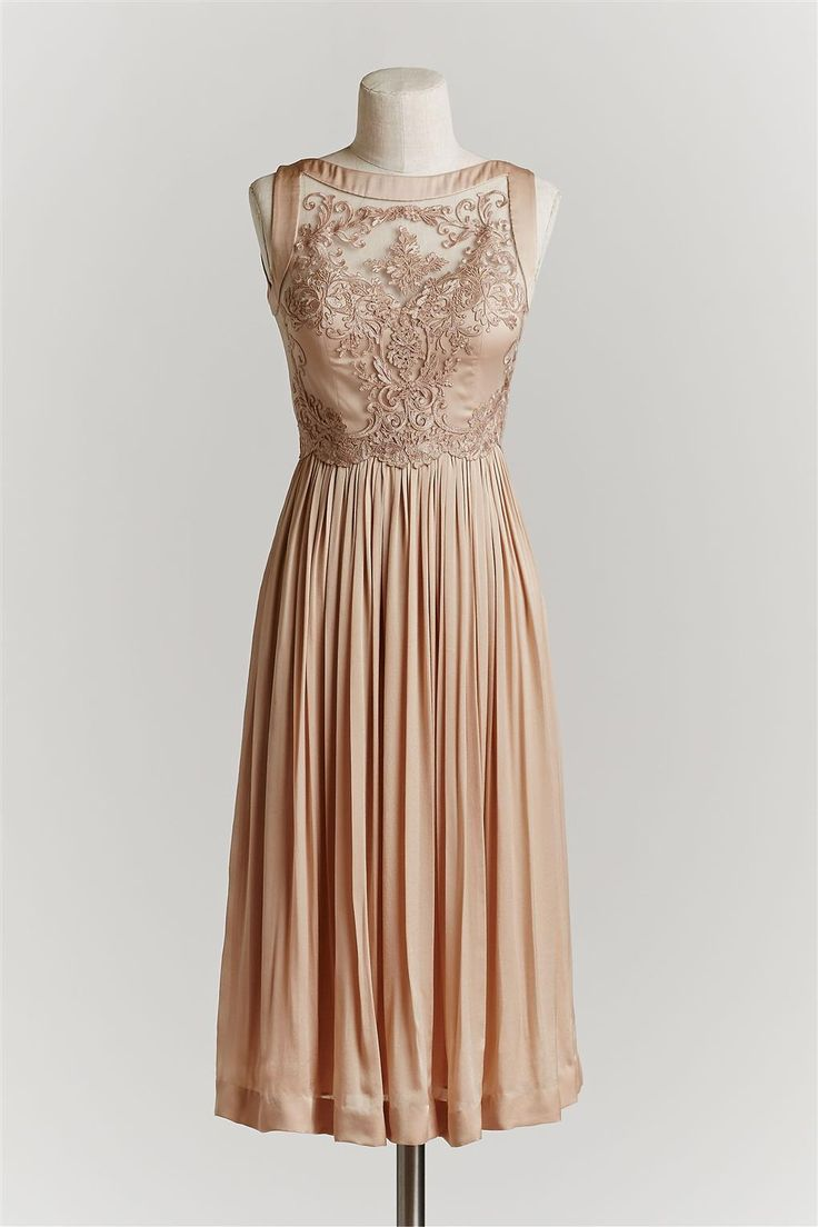 Love the lace detail on this bridesmaid dress