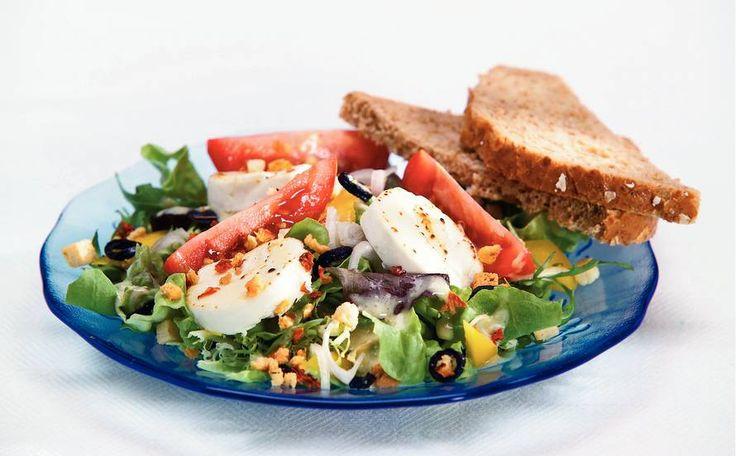 Kijk wat een lekker recept ik heb gevonden op Allerhande! Mediterrane salade met geitenkaas