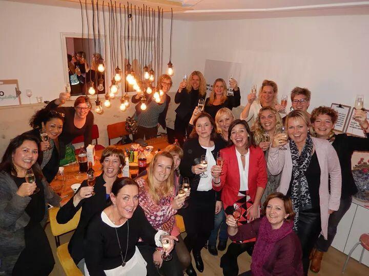 De ondernemende vrouwen van Zij Onderneemt nodigen jou uit om aan tafel plaats te nemen om met andere ondernemers te sparren en geïnspireerd te worden.
