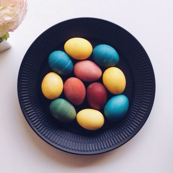 Naturally dyed easter eggs (beetroot, turmeric, purple cabbage and onion skins) displyaed on @royalcopenhagen #blackfluted plate. source https://www.instagram.com/p/BDQN0CwycDO/