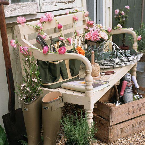 Just Love It!: Gardens Ideas, Interiors Design Kitchens, Gardens Design Ideas, Garden Benches, Country Gardens, Home Interiors Design, Small Gardens, Front Porches, Gardens Benches