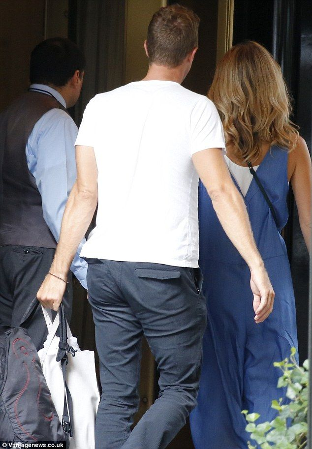 chris martin and annabelle wallis | Chris Martin heads to a New York hotel with actress Annabelle Wallis ...