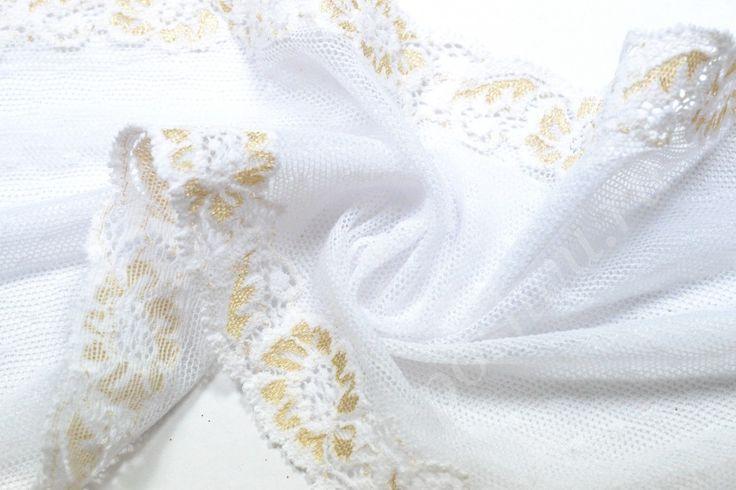 Тонкая кружевная ткань белого оттенка