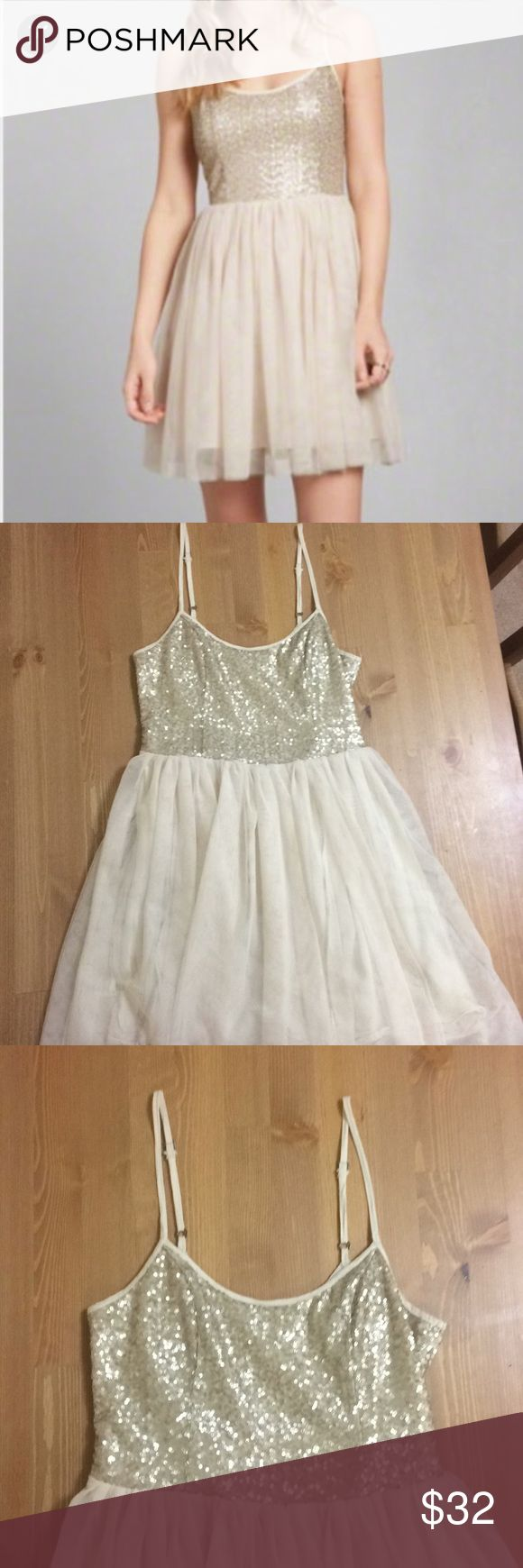 Abercrombie Mary Shine Sequin Tutu Dress A sparkly ballerina inspired tutu party dress! This dress has a sequin bust and loose chiffon skirt in champagne and ivory. Size XS. In good used condition. Secured by internal zipper. Abercrombie & Fitch Dresses Mini
