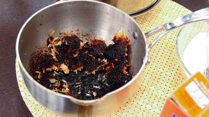 Vous avez oublié votre casserole sur le feu ? Et elle a brûlé ? Rien d'étonnant ! Mais ne vous jetez pas sur le premier produit chimique pour la nettoyer. Pensez naturel ! Et essayez l'as