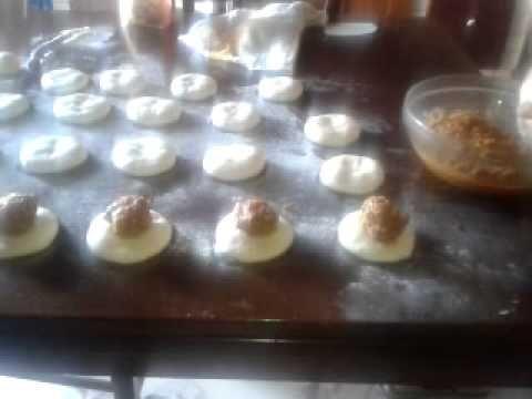 Ravazzate Siciliane shiacciatura panetti e posizionamento del ragu'