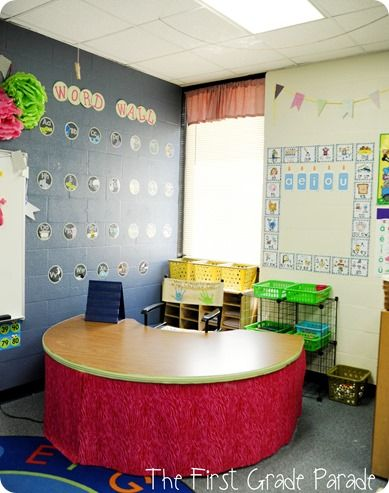The First Grade Parade ---I love the curtain around the small group table.  This guided reading area looks so neat and organized!