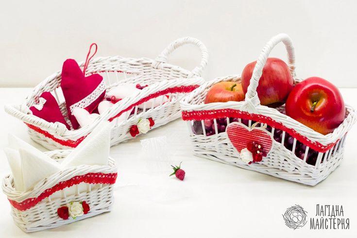 Набор для кухни: корзина для фруктов, поднос для хлеба и салфетница (плетение из бумажной лозы, газет, бумажных трубочек, basket weaving, paper, kitchen, bread, Napkin, for fruits, basket, red, white)