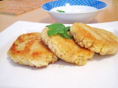 Hirselaibchen können zu Salat oder Fleisch angeboten werden.