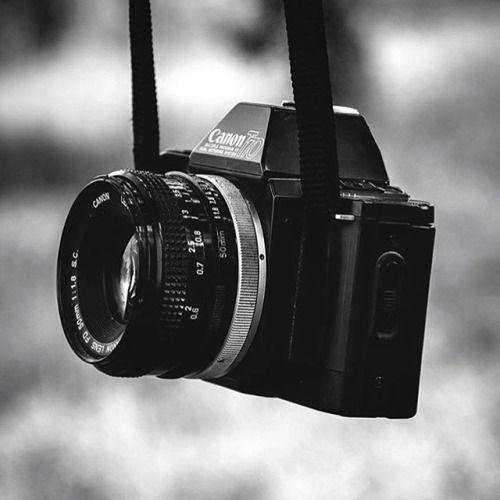 De #canont70 werd in april 1984 geintroduceerd als tweede in de T-series! #vintagecamera #35mm #filmphotography #flashbackfriday @jonaszsanoj. Deel jouw foto van een #vintagecanon met #canonnederland en wie weet zie je m volgende week terug op ons kanaal! via Canon on Instagram - #photographer #photography #photo #instapic #instagram #photofreak #photolover #nikon #canon #leica #hasselblad #polaroid #shutterbug #camera #dslr #visualarts #inspiration #artistic #creative #creativity