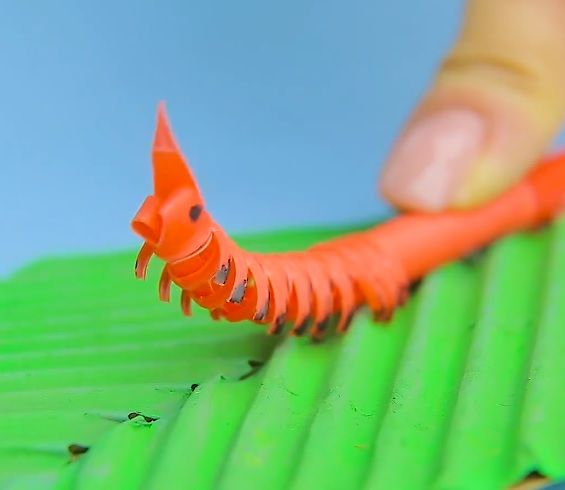 How to make a cute moving caterpillar from straws.