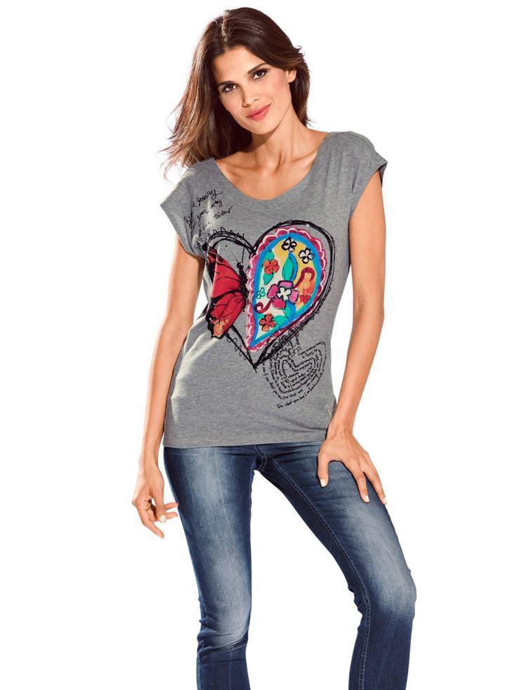 Comme un air léger qui flotte dans l'air - T-shirt Desigual pour femme imprimé coeur et papillon #coeurs #mode #SaintValentin #t-shirt #desigual http://www.helline.fr/T-shirt-Desigual-pour-femme-imprime-coeur-et-papillon/an076537Y/HellineFr