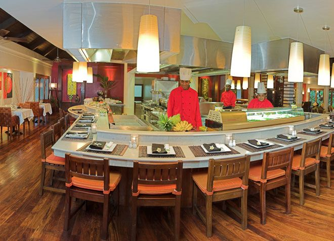 Warwick Le Lagon Resort, Restaurant.