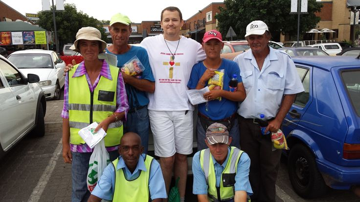 Jesus to my Rescue Pretoria started with a new outreach as part of our Walking with Jesus, Bible Drive and Feeding the Hungry projects. This new outreach focus on the Car Guards who so many people see as being a nuisance, but who actually earn an honest income and who also have many struggles in life. Today we visited a few of them and gave them a snack pack, talked to them about their lives, prayed for them and talked to them about Jesus. We also gave them some powerful Christian reading…