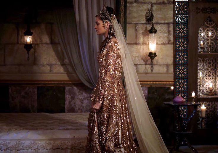 Fahriye's white/copper sequin wedding dress, 1x11... - Magnificent Wardrobe