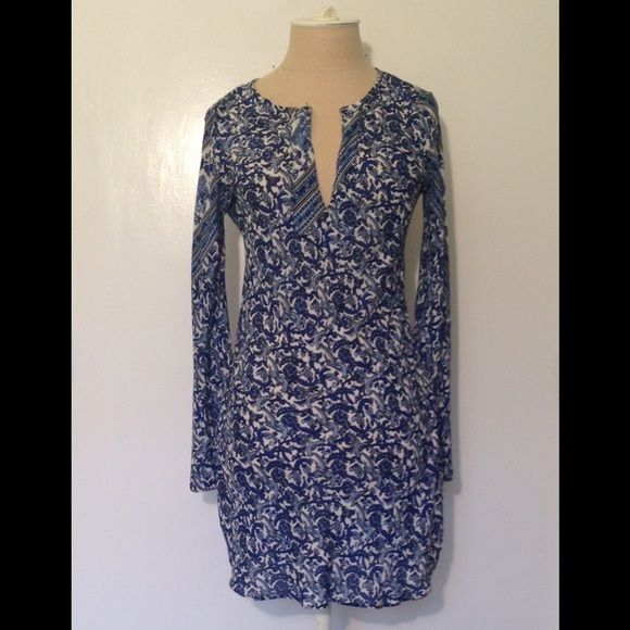 """ASYT silk navy blue & white dress/tunic Pretty paisley  pattern w fun vertical stripes as shown This versatile top can be worn as a dress or tunic. 35"""" from back top seam to bottom. V neck. Long sleeve w slight bell. 6 """" side slits at each side bottom seam Slips on. Sz 0 on tag but fits like  4/ 6.  Worn twice ASYT Other"""