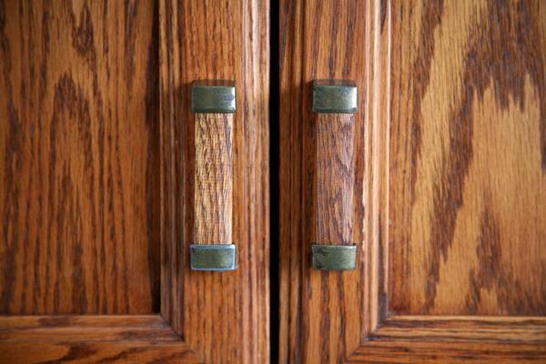 How to Paint Fiberglass Doors to Look Like Wood in Living Rooms