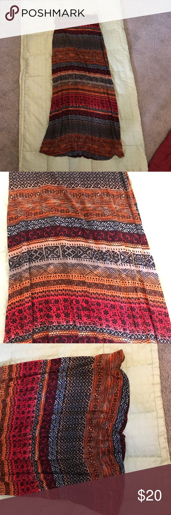 F21 Maxi Skirt (Pattern) Forever 21 Maxi skirt with fun orange/red/tan/black patterns, super comfortable, Size Small Forever 21 Skirts Maxi