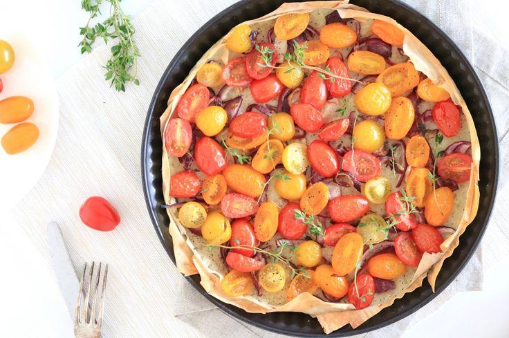 De laatste tijd zijn we nogal into gezonde quiches en hartige taarten met filodeeg. Zo deelden we eerder deze haverquiche met zalm en asperges, en deze lichte f