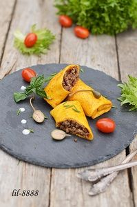 Фото к рецепту: Тыквенные блины с мясом