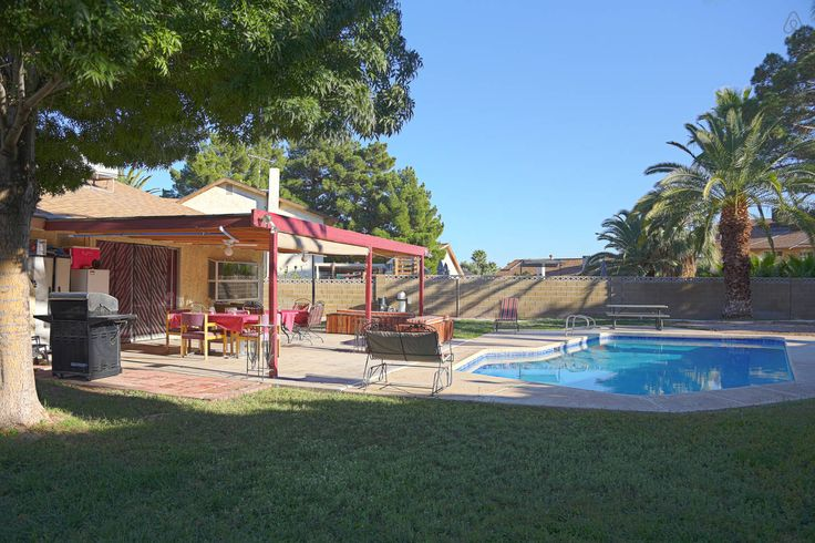 83 best las vegas nevada vacation rentals images on for Cabin rentals in nevada