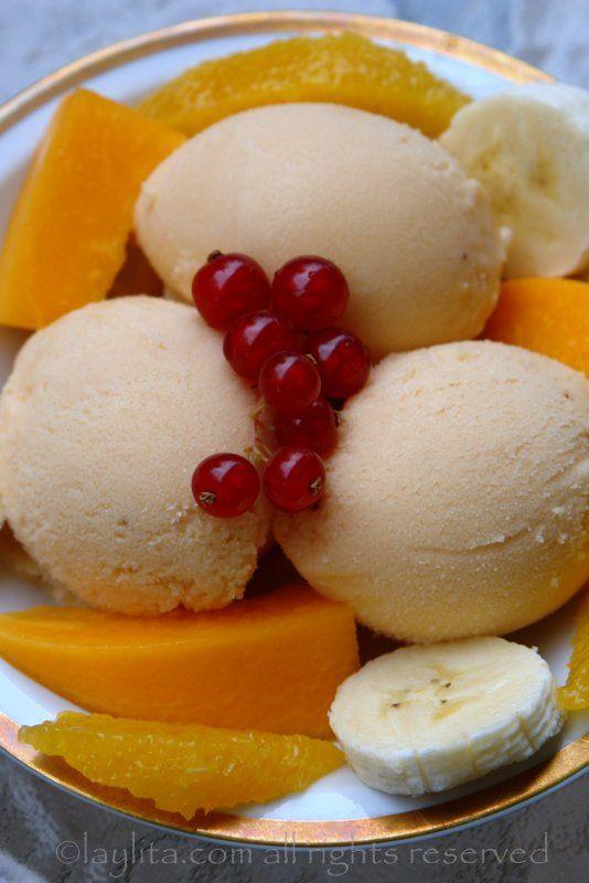 Sorvete de papaia, banana, iogurte e mel {Papaya and banana frozen yogurt with…