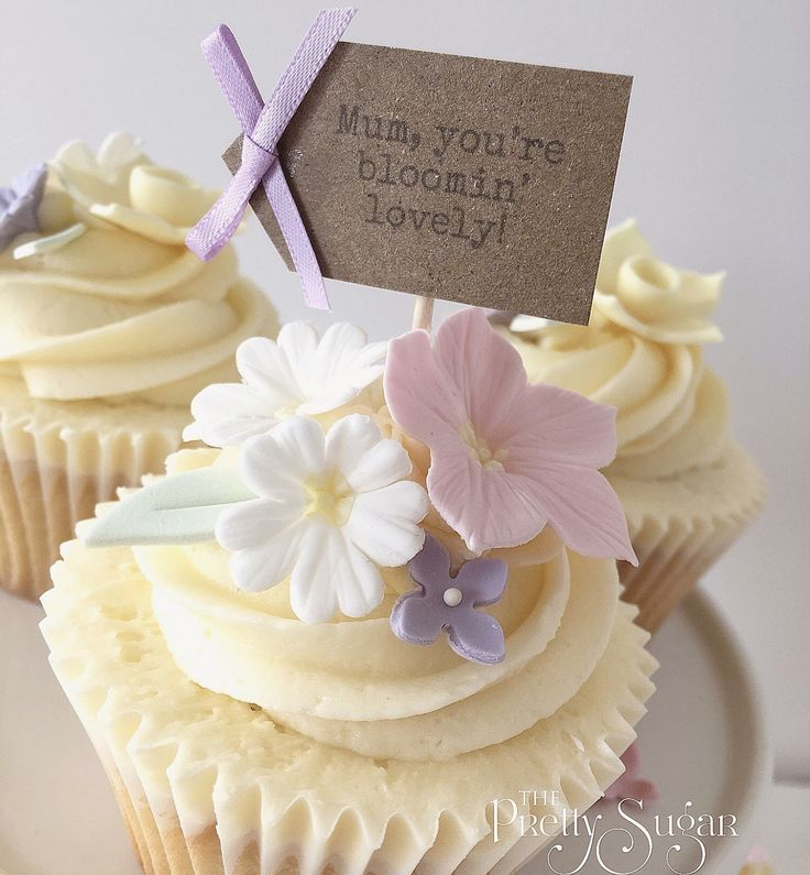 Spring flowers Mother's Day cupcakes