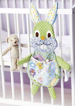 Süßes Häschen für das Babybett - Schnittmuster und Nähanleitung via Makerist.de
