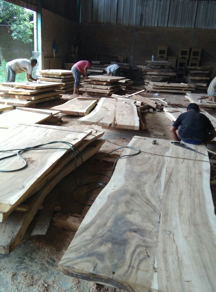 Production proccess in our factory of Live edge wood  table slab made from Suar wood tree and manage by globalindomebel.com  INTEREST ORDER : WA: +62-8231041856 info@globalindomebel.com #liveedgewoodworking #liveedgetabletop #liveedgewoodtables #liveedgewoodslab #liveedgetableslab #liveedgetoptables #suarwootable #suarwoodslab #mydiningtable #liveedgeauarwoodalab