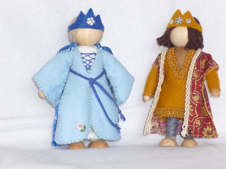 I made these for a special friend of mine who wanted Medieval clothed wooden dolls to add to her collection.