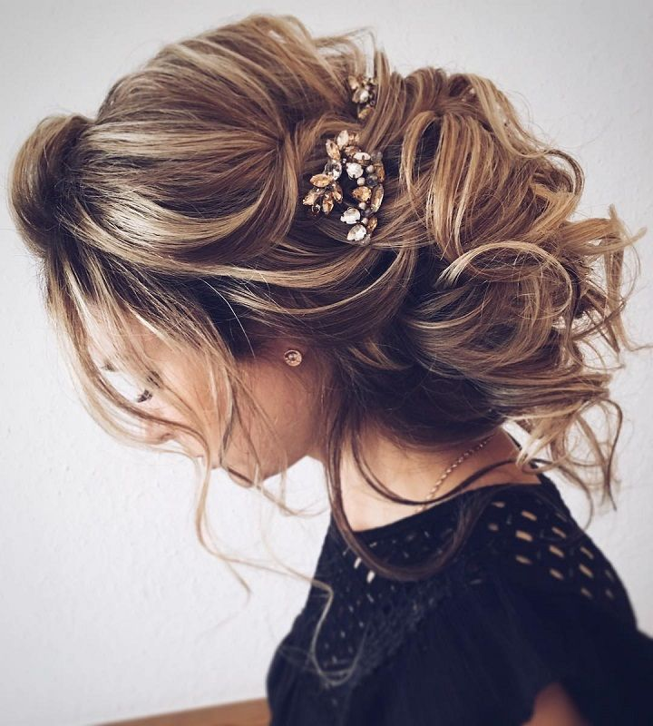Chic messy bridal hair updo | Wedding updo hairstyles for long hair - These stunning updos wedding hairstyle for medium length hair are perfect for formal