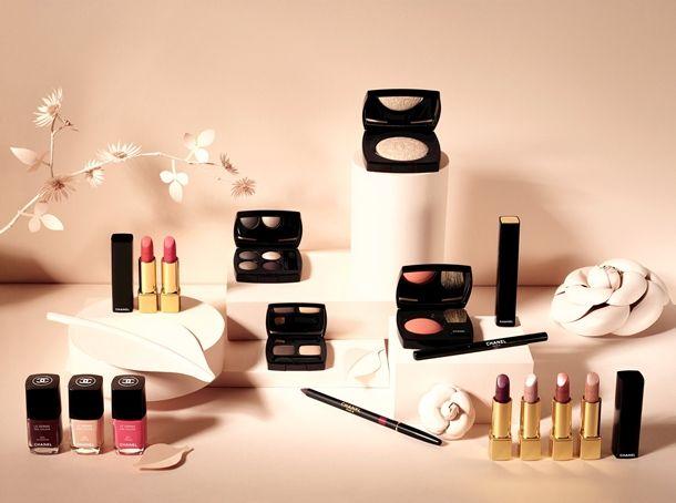 """Não há nada melhor para esquecer os dias de Inverno do que """"espreitar"""" as colecções de Primavera. Estas são as sugestões Chanel Primavera 2013. O que achou?"""