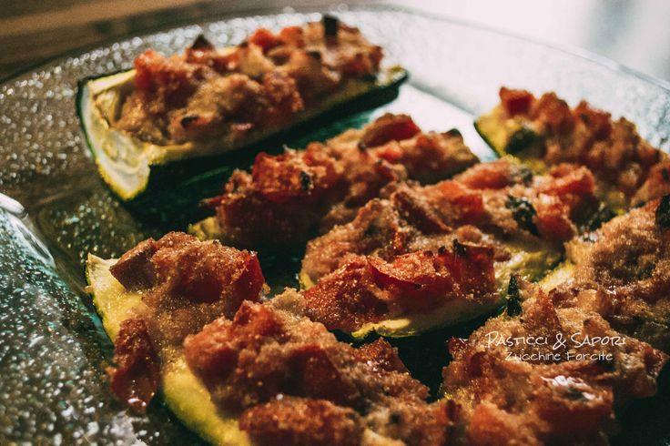 Zucchine farcite con polpa di zucchine prosciutto cotto pomodorini mozzarella... Le zucchine vengono usate in molte ricette sono versatili e molto gustose. Possono essere cucinate secondi piatti contorni zucchine