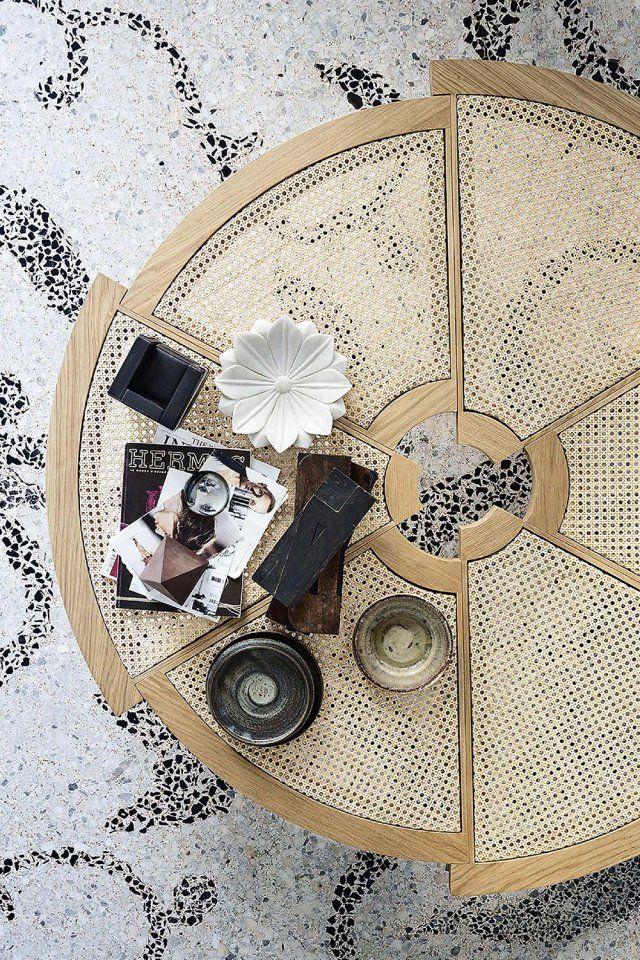 Table basse ronde en cannage divisée en quartiers asymétriques, Cassina