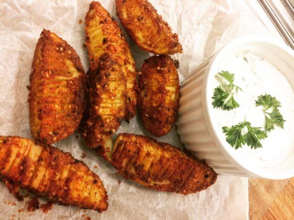 Videorecept: Chrumkavé a pikantné americké zemiaky - Vynikajúce zemiaky ako príloha alebo k telke :). Potešíte polovičku ale aj návštevu. Pridajte kôprový díp a chuť je neskutočná.