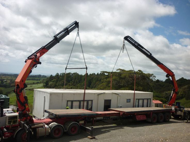 Tandem lifting a heavily laden portable building with two Palfinger PK42502 knuckle-boom hiabs - http://earth66.com/machine/tandem-lifting-heavily-laden-portable-building-palfinger-pk42502-knuckle-boom-hiabs/