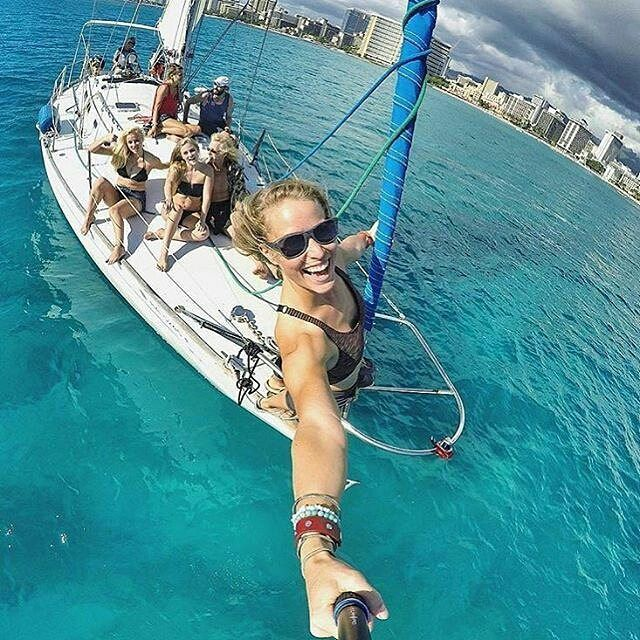 Keep on #sailing keep on #smiling :) thank you @boatflex for this photo  #worldsmileday #sailinglife #picoftheday #smile #sea #summer #friends