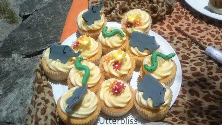Safari themed cupcakes.