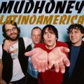 Mudride Que gran canción de Mudhoney dios! una de las mejores :E I got a mouth full of dirt A hand full of charms Got a rusty old spade Don't care who I harm Take you down to the dirt Drag you through the mud Drag you through the mud Got a trip for...