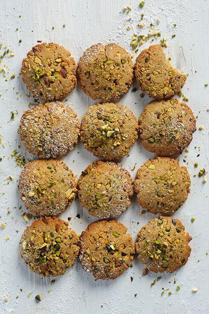 Dorian cuisine.com Mais pourquoi est-ce que je vous raconte ça... : Et si mon teatime passait au végan ? Petit biscuits teatime végan aux amandes pistaches et sésame...