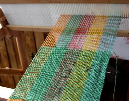 weaving on a rigid heddle loom books | Weaving Ideas | Project on Craftsy: Autumn Leaves Scarf