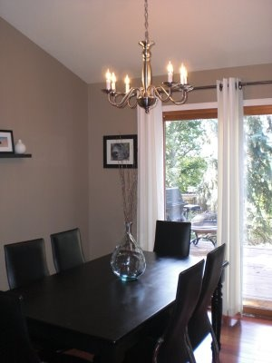 the wall color is a perfect taupe (cappuccino color with grey undertones);
